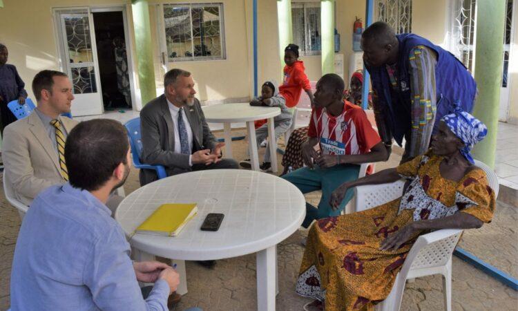 Le Chargé d'affaires visite l'Organization Internationale des Migrations