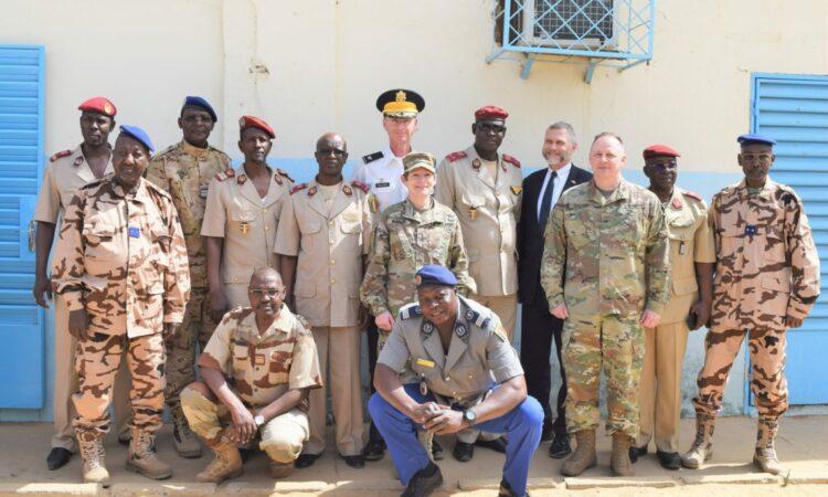 Des équipes de professionnels de la santé tchadiens et américains dispensent des soins médicaux et améliorent l'état de préparation