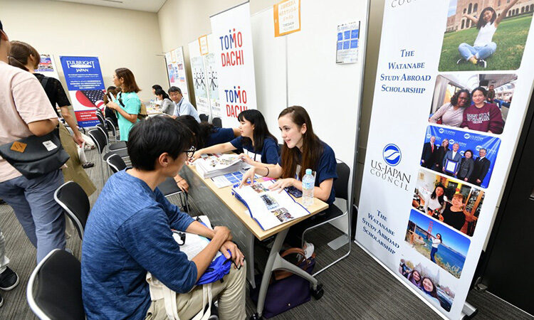 Study Abroad Expo Encourages Students to Discover U.S. Opportunities